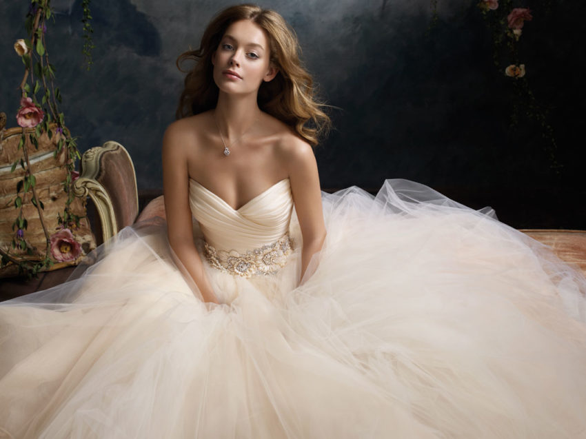 Buy wedding dress some tips for fitting in wedding dresses shop buy wedding dress some tips for fitting in wedding dresses shop ombrellifo Image collections